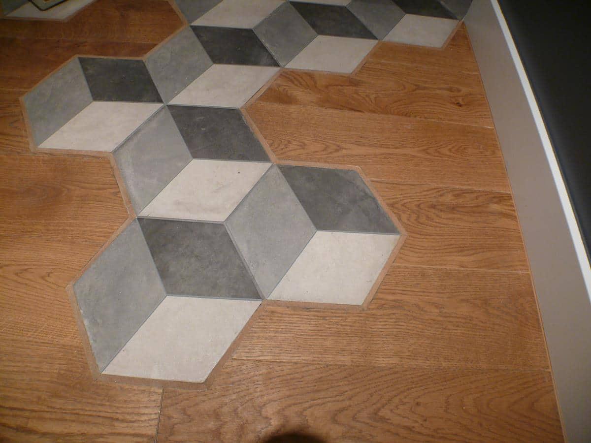 Architekt wnętrz - podłoga łączenie płytek z drewnem