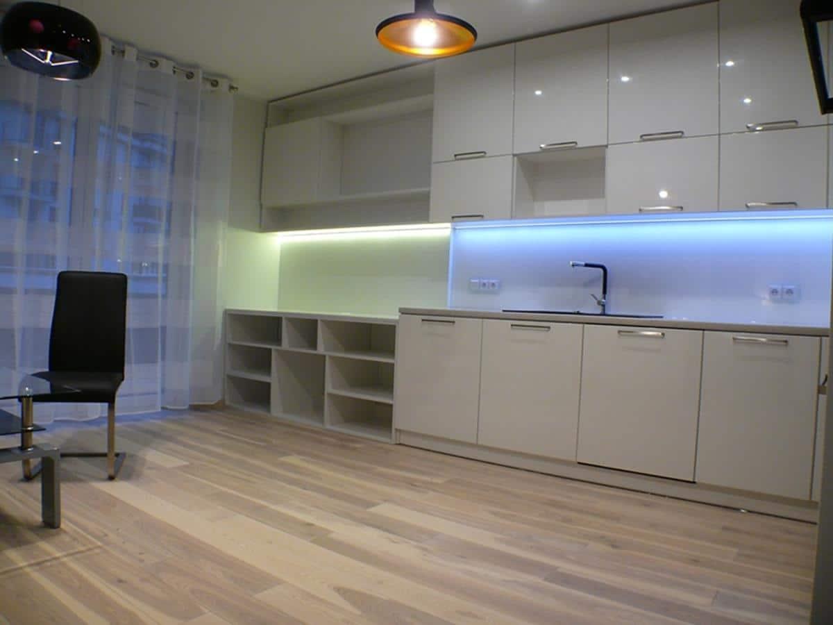 Architekt wnętrz - urządzenie salonu z kuchnią