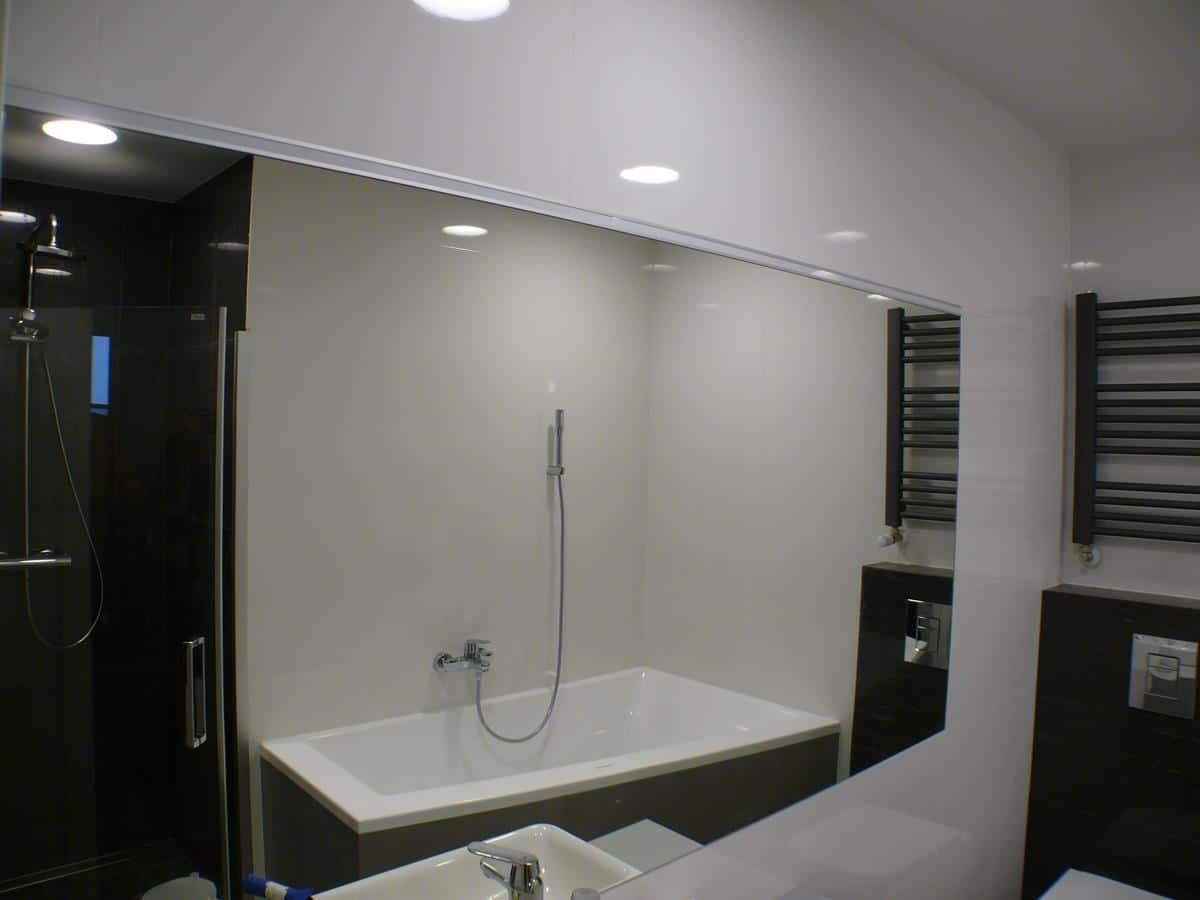 Architekt wnetrz - łazienka w bieli i czerni