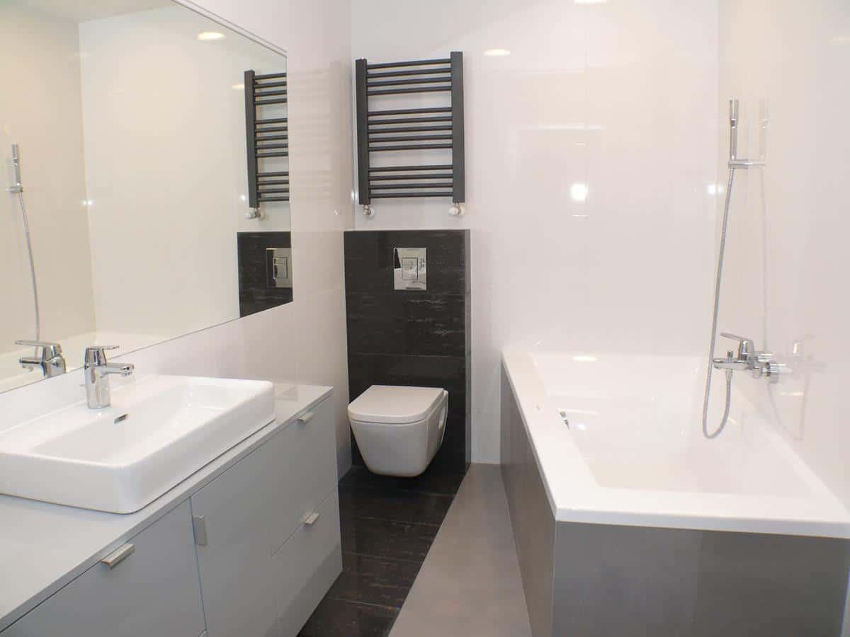Architektura wnętrz - łazienka w bieli i czerni