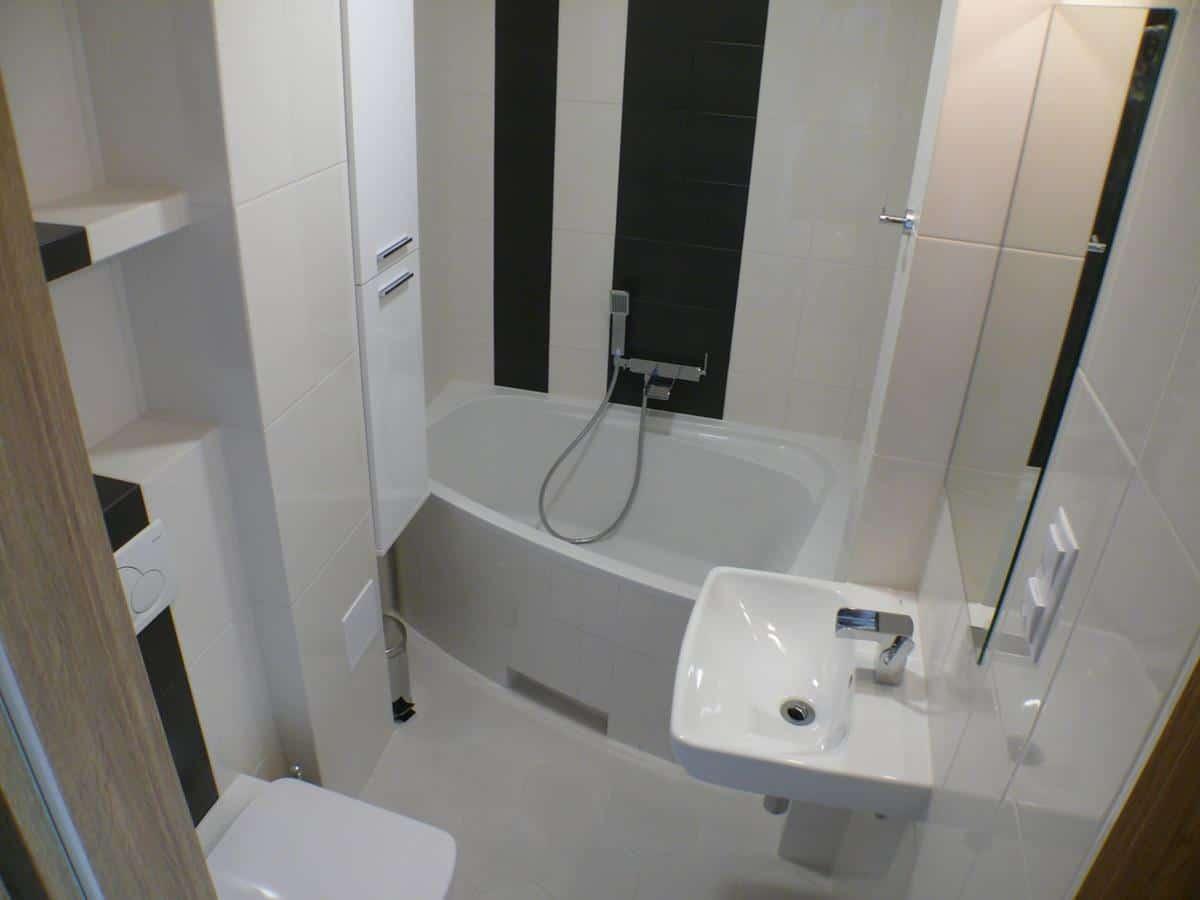 Nowoczesne projekty wnętrz - łazienka w bieli i czerni