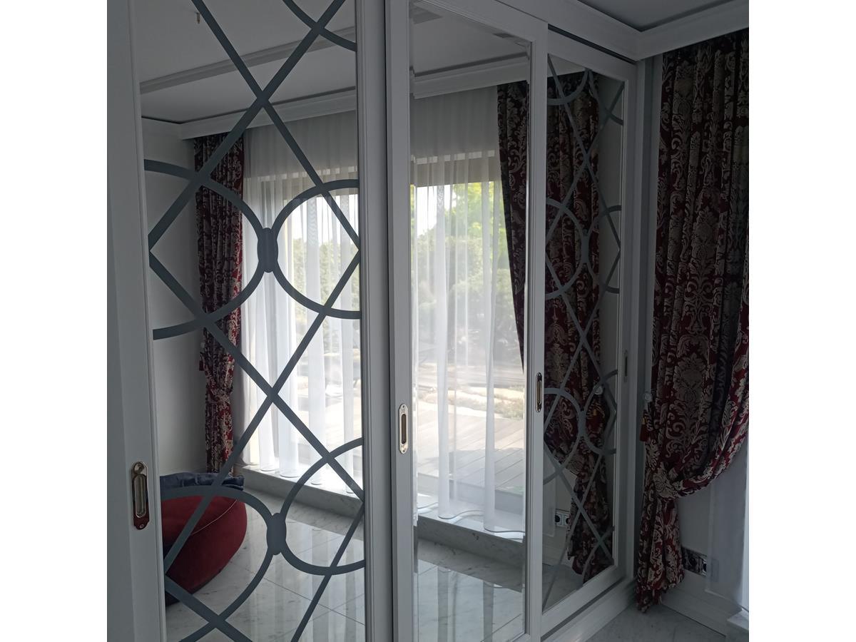 Projektant wnętrz - ekskluzywne drzwi do garderoby