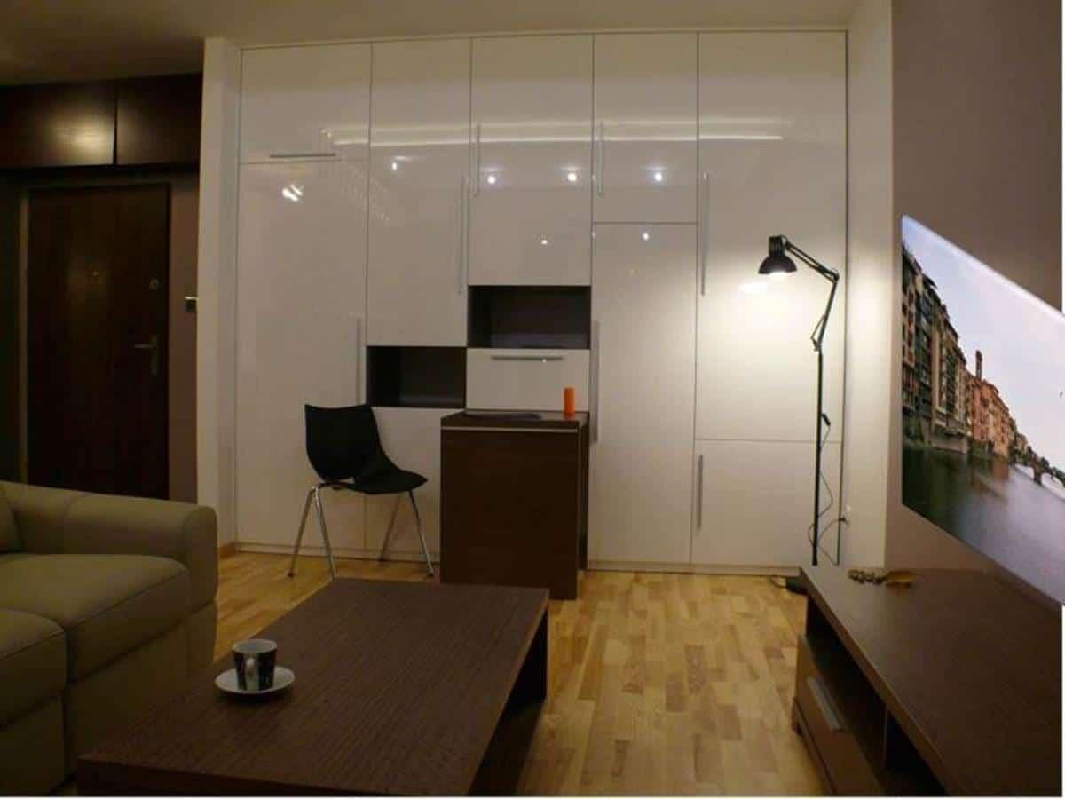 Projektowanie pokoi - zabudowa z ukrytym biurkiem