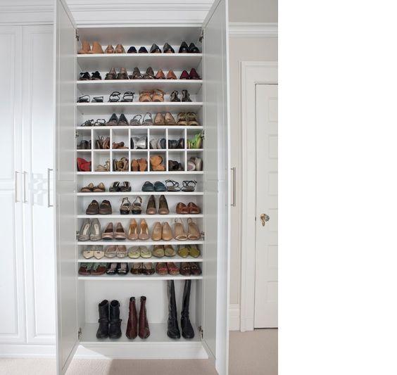 szafa pełna butów